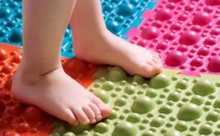 Массажные ортопедические коврики-пазлы для детей: польза для здоровья и развития