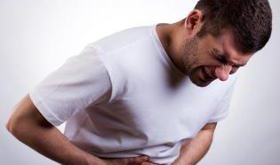 Почему болит в боку под ребрами, к какому врачу обратиться за помощью?