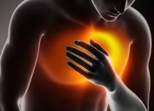 Давящая, тупая и резкая боль посередине в грудине: причины и что делать