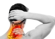 Защемило шею и больно поворачивать - что немедленно надо делать и чем лечить?