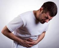 Частые причины и лечение боли в боку под ребрами