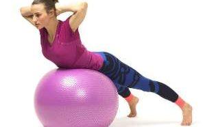 Наилучшие упражнения для укрепления спины с фитболом