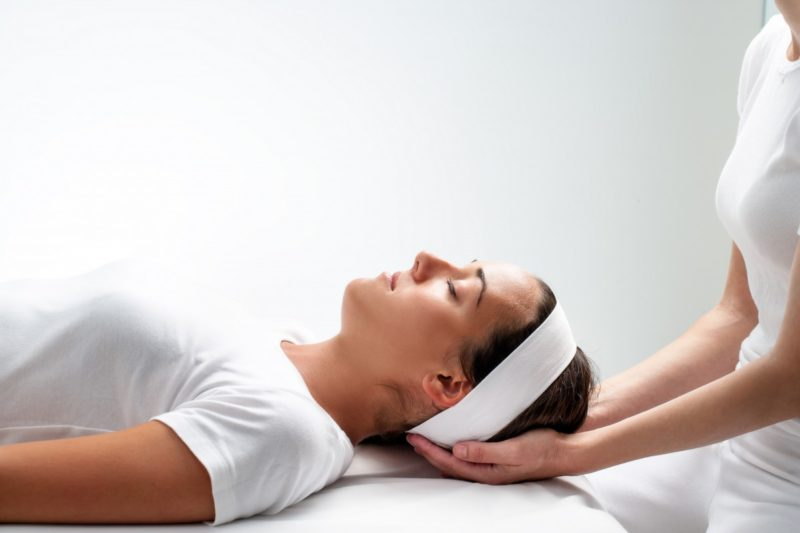 Лечение головных болей остеопатией